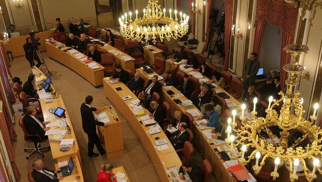 """24.000 Euro """"Urlaubsgeld"""" im Landtag (Bild: Kronen Zeitung/ Chris Koller)"""