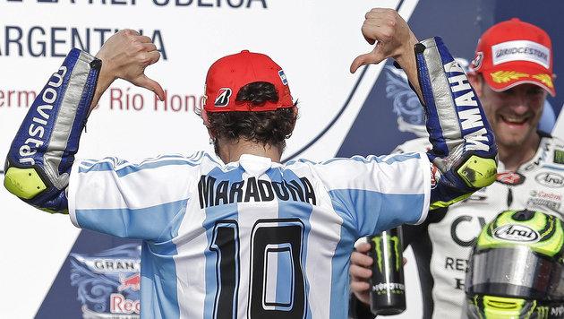 Moto-GP brutal: Marquez kracht Sieger Rossi rein! (Bild: AP)