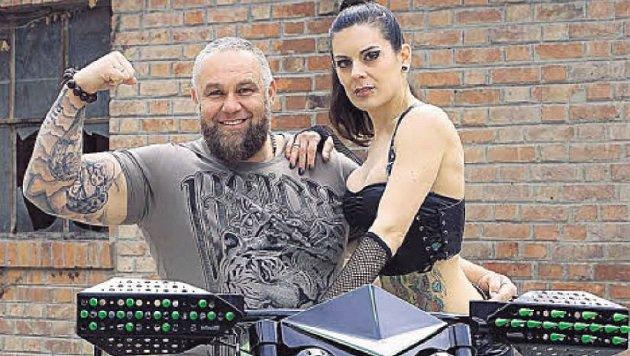 Franz Müllner auf seinem Spezial-Bike mit Modell Patricia (Bild: Franz Müllner)