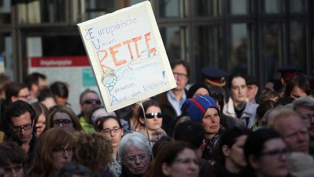 Tausende Menschen bei Mahnwache in Wien (Bild: APA/GEORG HOCHMUTH)
