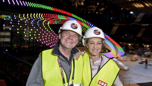 Song-Contest Senior Creative Producer Kurt Pongratz und ORF-Fernsehdirektorin Kathrin Zechner (Bild: APA/HERBERT NEUBAUER)