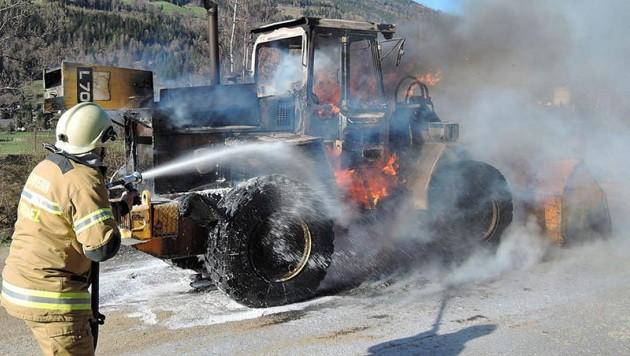 Die Feuerwehrmänner aus St. Michael konnten die Flammen innerhalb von zwei Stunden ablöschen. (Bild: Roland Holitzky)