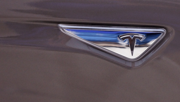 Elon Musk wollte Tesla an Google verkaufen (Bild: AP)
