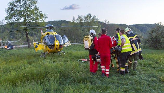 Der Schwerverletzte wurde nach der Erstversorgung mit dem Hubschrauber ins Spital geflogen. (Bild: Manfred Wimmer)