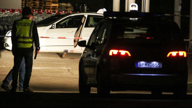 In diesem Taxi fand die Polizei die Leiche der ermordeten Lenkerin. (Bild: APA/Matthias Lauber)