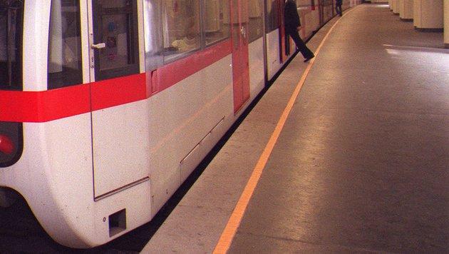 """Verwirrter Mann """"spazierte"""" in U-Bahn-Tunnel (Bild: APA/HARALD SCHNEIDER (Symbolbild))"""