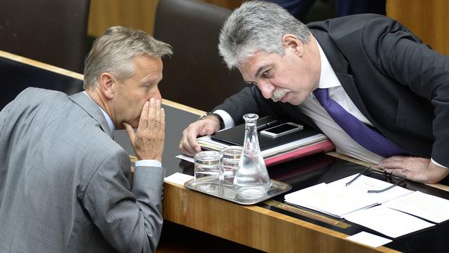 ÖVP-Klubobmann Reinhold Lopatka und Finanzminister Hans Jörg Schelling (Bild: APA/ROBERT JAEGER)