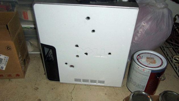 Funktionsstörung: Tobender Mann erschoss seinen PC (Bild: Polizei Colorado Springs)