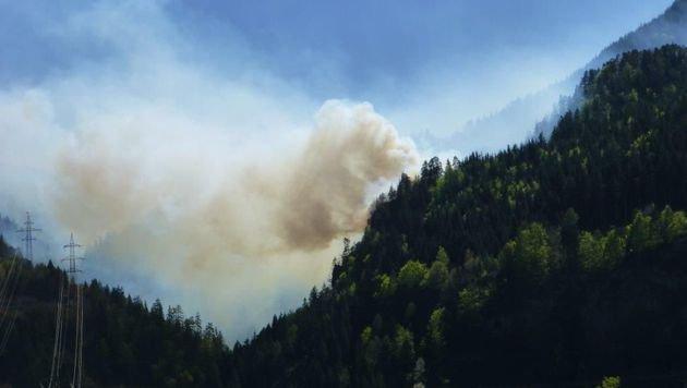 Die Rauchsäule war kilometerweit zu sehen. (Bild: FF Oberdrauburg)