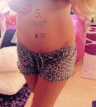 """""""5. Monat"""" postete Daniela Katzenberger im Internet mit einem Foto ihres Babybäuchleins. (Bild: Viennareport)"""