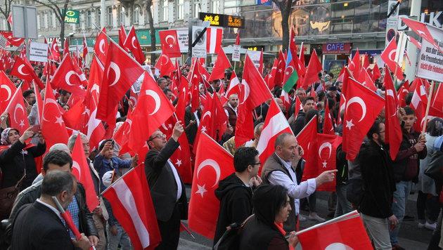 Türken-Demos kosteten Steuerzahler 55.000 Euro! (Bild: ANDI SCHIEL)