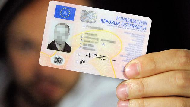 Führerschein: Neue Prüfungsfragen kommen gut an (Bild: APA/HANS KLAUS TECHT (Symbolbild))