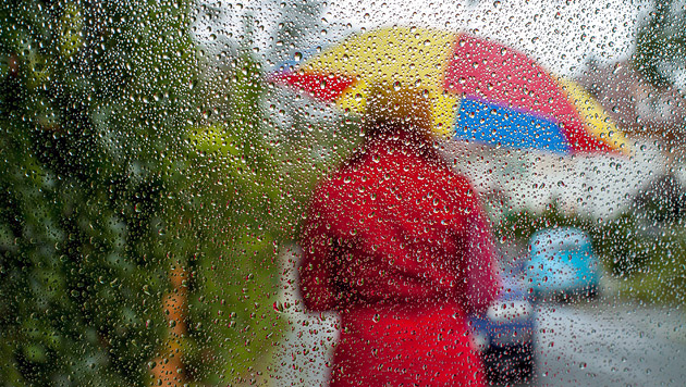 Pfingsten bringt Regen, Kälte und Schneeflocken (Bild: dpa/Sven Grundmann)