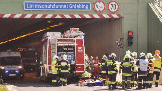 Steirer rast mit Pkw gegen Tunnelwand - zwei Tote (Bild: APA/LFV/LFV/MEIER)