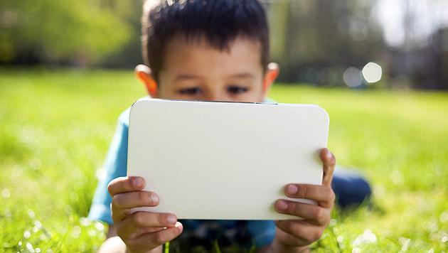 Fahren am Tablet gelernt: Bub (5) macht Spritztour (Bild: thinkstockphotos.de (Symbolbild))