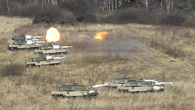 """""""Leopard""""-Panzer bei einer Übung in Allentsteig (Bild: APA/BUNDESHEER/GUNTER PUSCH)"""