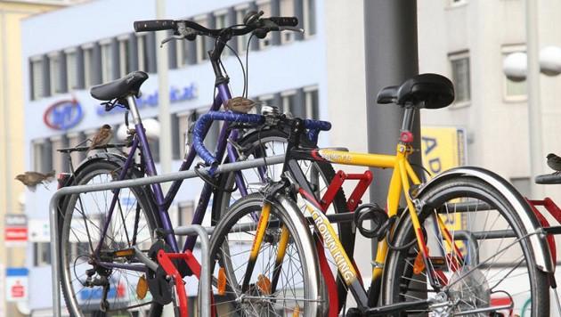 Bande stahl 392 teure Fahrräder und brach 200x ein (Bild: Jürgen Radspieler (Symbolbild))