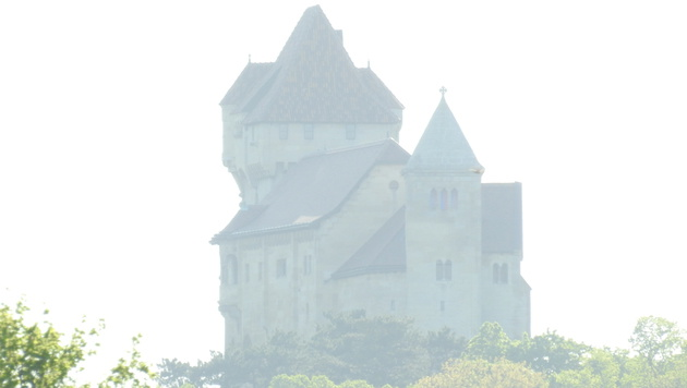 Bei vollem Zoom lässt sich dann doch ein Blick auf die Burg erhaschen. (Bild: Sebastian Räuchle)