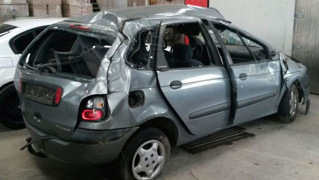 Schlepper verursacht auf A4 Unfall: 6 Verletzte (Bild: LPD NÖ)