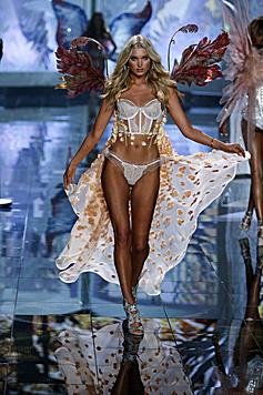 Der schönen Schwedin Elsa Hosk werden von Victoria's Secret Flügel verliehen. (Bild: Victoria's Secret)