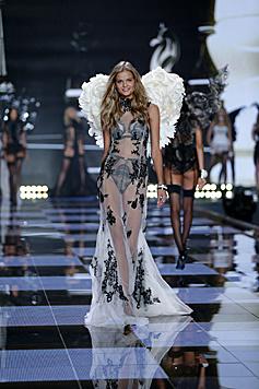 Kate Grigorieva kommt aus Russland und darf sich jetzt über Flügel freuen. (Bild: Victoria's Secret)