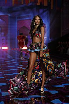 Wie Alessandra Ambrosio kommt auch Engerl Lais Ribeiro aus Brasilien. (Bild: Victoria's Secret)