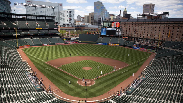 Baltimore-Randale: MLB-Hit vor leeren Rängen (Bild: APA/EPA/JOHN TAGGART)