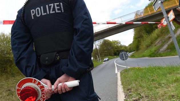 Terror-Alarm! Radrennen nach Festnahmen abgesagt (Bild: APA/EPA/ARNE DEDERT)