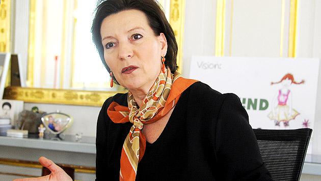 """Ministerin von Zentralmatura """"zutiefst überzeugt"""" (Bild: APA/HERBERT PFARRHOFER)"""