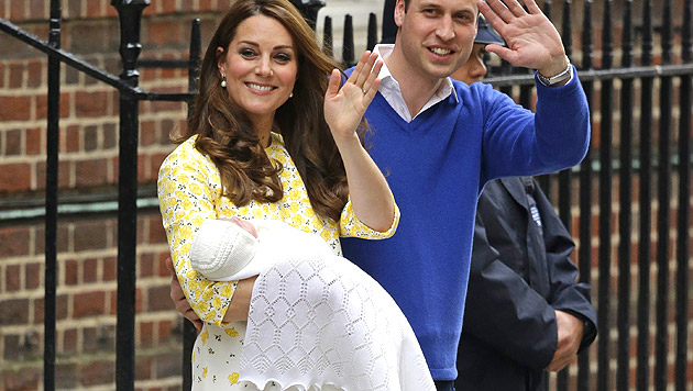 Kate und William vor dem St. Mary's Hospital (Bild: AP)