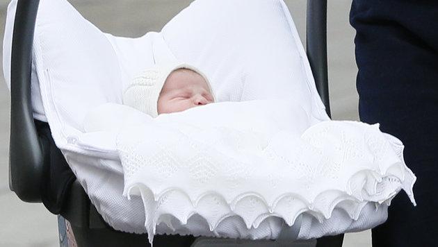 Die kleine Prinzessin hat ihren ersten Auftritt verschlafen. (Bild: AP)