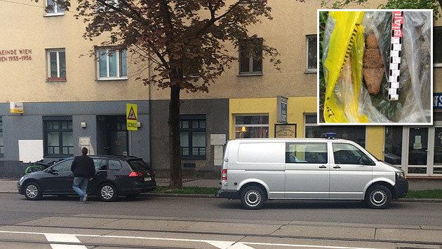 Der Entminungsdienst (graues Auto) rückte an und transportierte die Granate ab. (Bild: Oliver Papacek, Polizei)