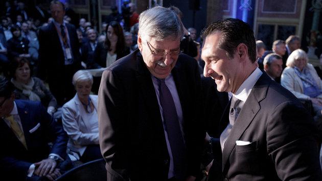 Strache und der frühere Parteichef und Vizekanzler Norbert Steger (Bild: APA/GEORG HOCHMUTH)