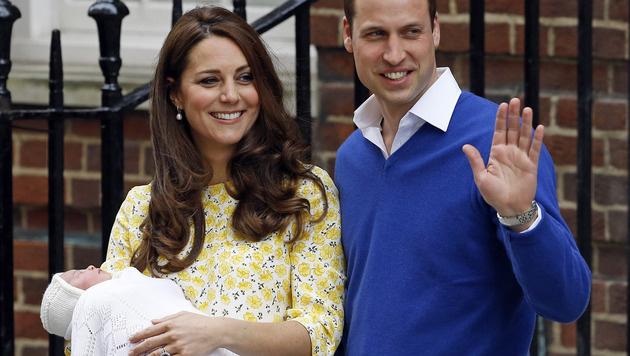 Nur zehn Stunden nach der Geburt war Kate schon wieder strahlend schön. (Bild: AP)