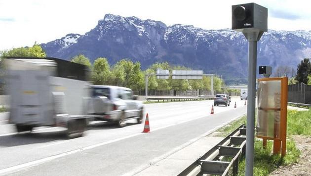 Hier können sie ihr Geld abgeben: Neue Radargeräte an A 10 und Westautobahn. (Bild: Markus Tschepp)