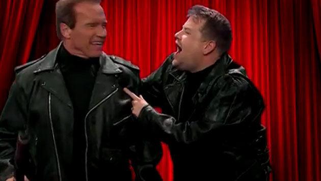Arnold Schwarzenegger hat eine Riesengaudi mit Comedian James Corden. (Bild: YouTube.com)
