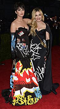 Katy Perry und Madonna (Bild: APA/EPA/JUSTIN LANE)