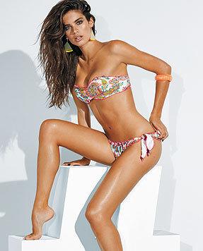 Sara Sampaio zeigt die Bikini-Kollektion von Calzedonia. (Bild: Calzedonia)