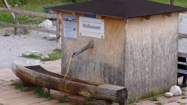 Heilwasser für den Brunnen: Insgesamt wurden von den Gemeinden 1,8 Millionen verplant. (Bild: Gemeinde St. Martin bei Lofer)