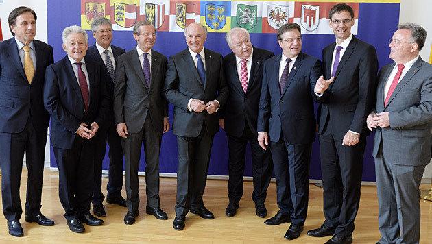 Die Landeshauptleute vor dem Beginn der Konferenz (Bild: APA/Robert Jäger)