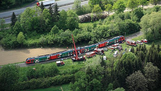 Die Unfallstelle in der Steiermark: Zwei Menschen kamen bei der Zugkollision ums Leben. (Bild: APA/JOSEF HAGER)