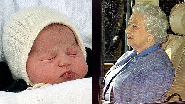 Die Queen nach ihrem Besuch bei der kleinen Prinzessin Charlotte (Bild: AP)