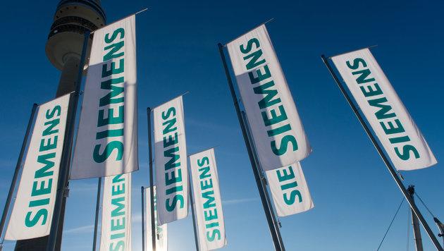 Siemens: Auch in Wien werden Stellen gestrichen (Bild: dpa/Peter Kneffel)