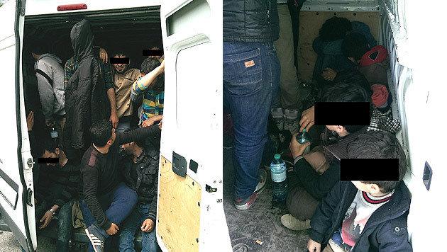 Auf engstem Raum waren insgesamt 32 Flüchtlinge in dem Transporter zusammengepfercht. (Bild: LPD NÖ)