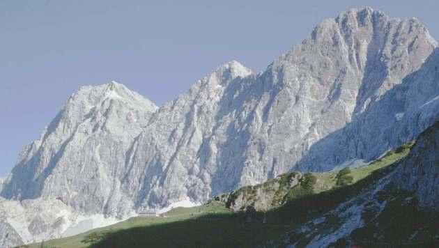 Die Dachsteinsüdwand mit dem 2.948 Meter hoch gelegenen Torstein-Gipfel (ganz links) (Bild: Wikipedia/Robert Kropf)