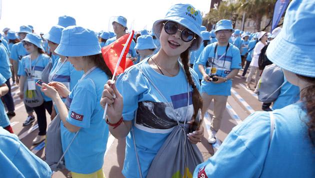 Milliardär spendierte 6.400 Mitarbeitern Urlaub (Bild: AFP, AP)
