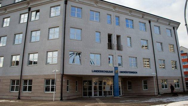 """Juristen im Landesschulrat OÖ zerbrechen sich den Kopf über den freizügigen Pädagogen. (Bild: """"Krone"""")"""