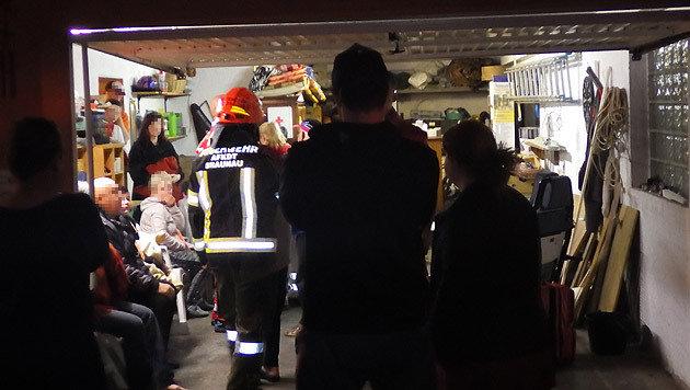 Ein hilfsbereiter Nachbar stellte seine Garage als Notquartier zur Verfügung. (Bild: FF Braunau)