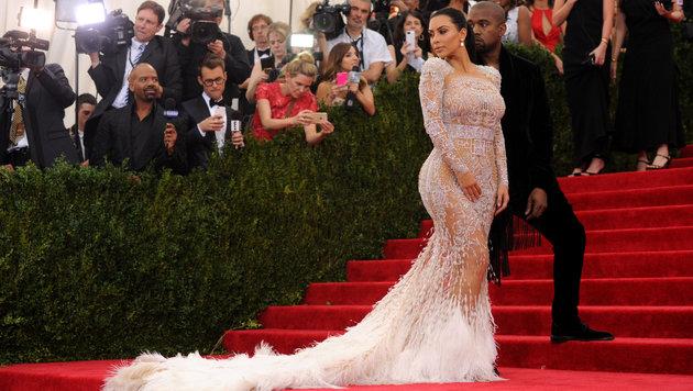 Kim Kardashian und Kanye West beim Met Ball (Bild: AFP)
