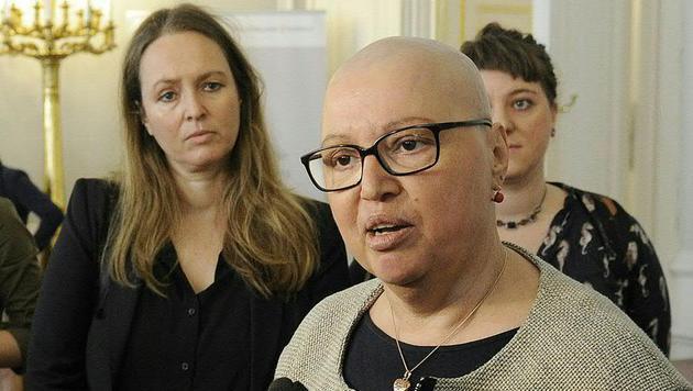 Die Gesundheitsministerin stellte sich bei ihrer Rückkehr in den Ministerrat den Journalistenfragen. (Bild: APA/BKA/REGINA AIGNER)